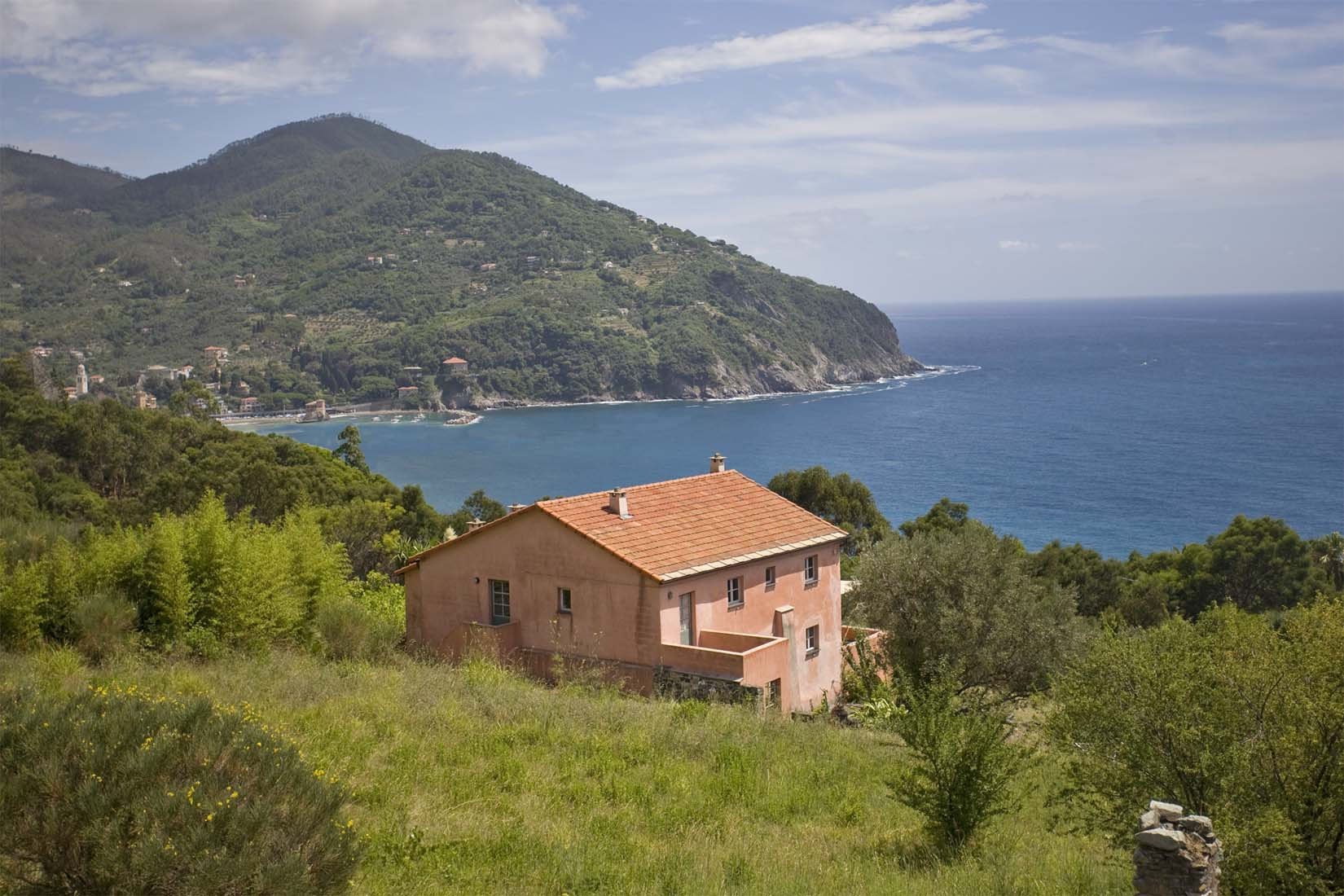 Lagore - Cinque Terre in Northern lake